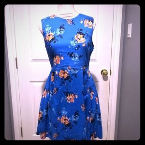 Gap floral dress in size 8 with pockets!
